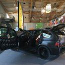 Шестиколесный BMW X5 с парой огромных дверей