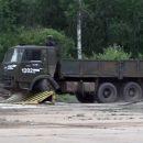 Видео: Как противотаранный барьер разносит КамАЗ вдребезги