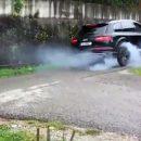 Видео: Audi SQ7 схлестнулась с Jeep Grand Cherokee