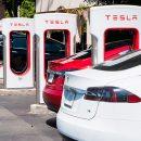 Tesla уволила сотни сотрудников. Что происходит?