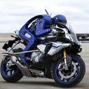 Видео: Робо-мотоцикл против чемпиона мира по мотогонкам