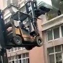Видео: «Горе отума» висполнении погрузчиков