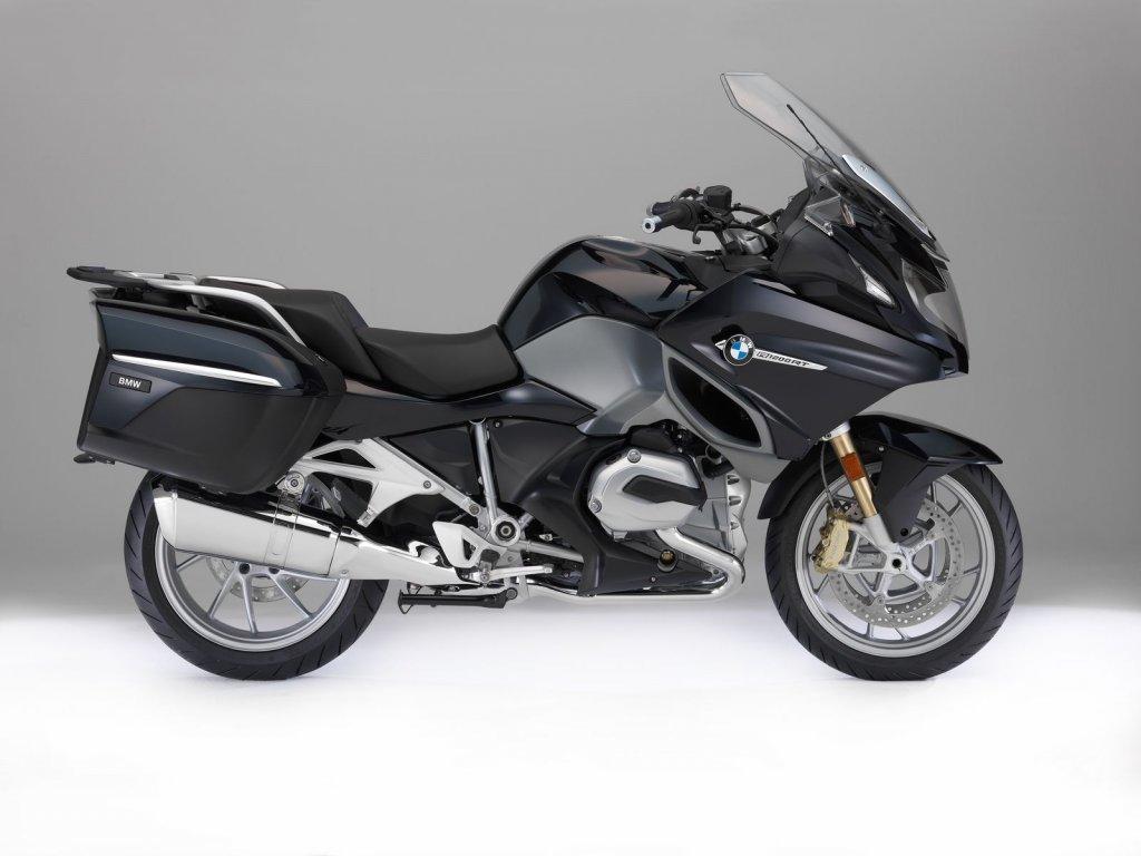 Также баварцы показали обновленные популярные мотоциклы R 1200 RT, R 1200 RS и S 1000 RR, и ряд других.