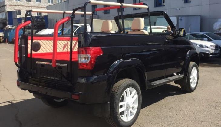 УАЗ сделал парадный кабриолет