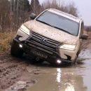 Видео: Простая русская лужа вырубила Lexus с одного гидроудара