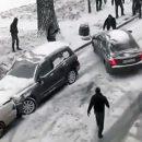 Видео: Супергерой остановил машину голыми руками за секунду до удара