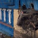 Видео: «Лада» пробила дыру в стене дома