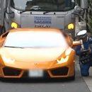Видео: Принципиальный полисмен на велосипеде догнал Lamborghini