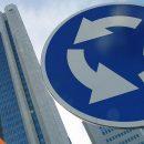 Дорожные знаки разрешили вешать на здания